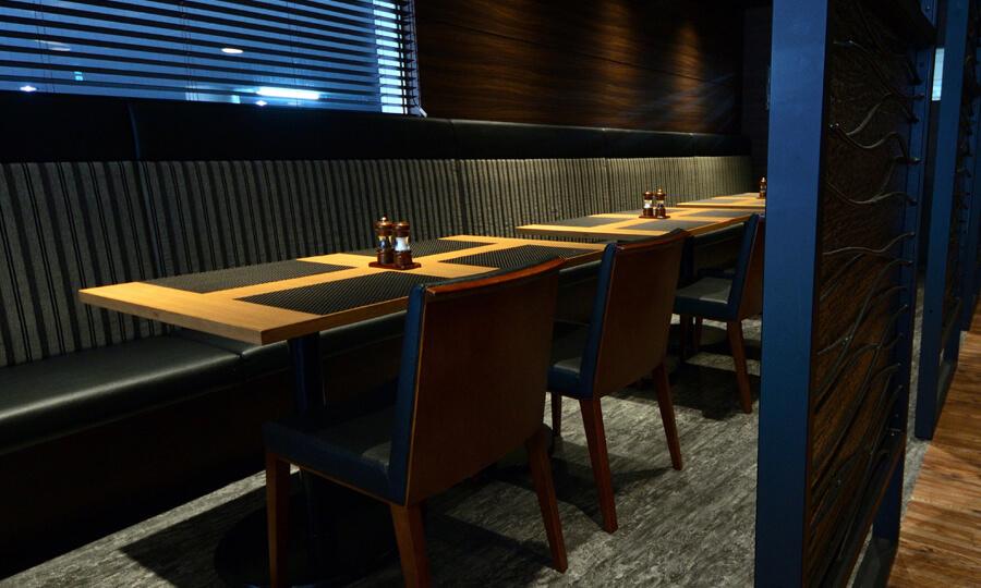 ステーキ&ハンバーグレストラン「リバージュ」の写真 テーブルソファー席